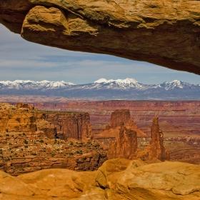 Да погледнеш през прозорче от Земята и да видиш Марс в пясък и ледове