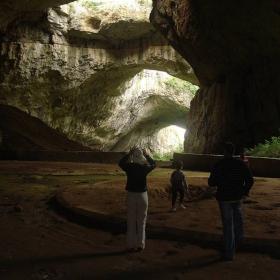Деветашката пещера-отвътре