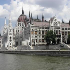 Сградата на унгарския парламент.