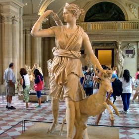 Артемида с еленче (Версайската Диана)
