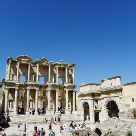 Античната библиотека на Целсиус в Ефес-Турция.