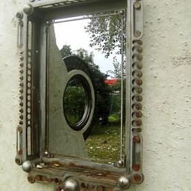 огледалце,огледалце от стената...