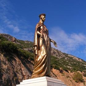 Статуя на Дева Мария
