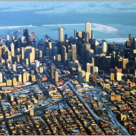 Чикаго, огрян от слънце след снежната буря
