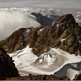 Rwenzori mountain - peak of Margherita 5109m  поглед към Alexanderia  5091 m .