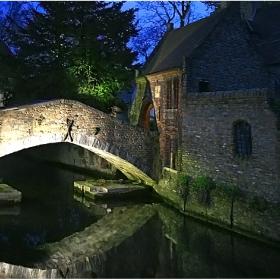 За любителите на средновековни градчета и среднощна романтика