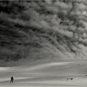До облаците и обратно