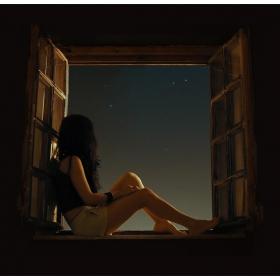 В полунощ светът мирише на звезди...
