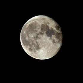 Луната в цял ръст!