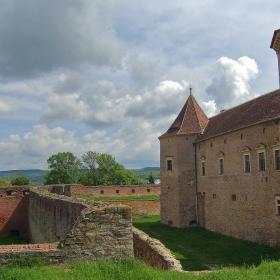 Крепостта Фъгъраш (ХІV век)