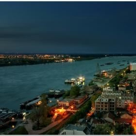 - Вечер край Реката -