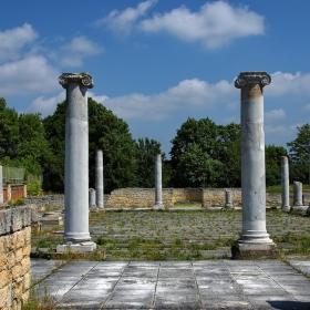 Разходката из древния Абритус продължава 2 ... част от Перистилния комплекс.
