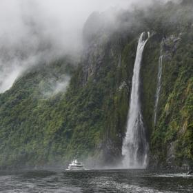 Водопадът Стирлинг, Нова Зеландия – Фиордланд