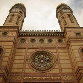 ..Синагогата в Будапеща..