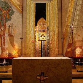 Библейски сцени в една катедрала