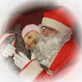 - Θέλω, Αϊ Βασίλη μου.... (- Искам, мили дядо Коледа...)