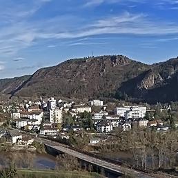 Панорама на Bad Muenster am Stein със скалите Rotenfels и  Rheingrafenstein