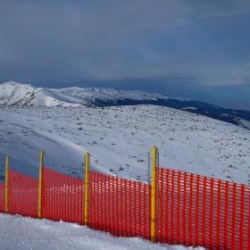 ...за да запазиме снега на пистата...