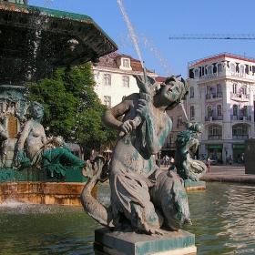 Лисабон - Детайл от фонтана на площад Маркиз дьо Помбал