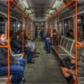 В метрото - в самият край на деня