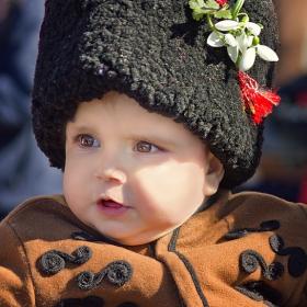 Малък юнак с голям калпак... :)
