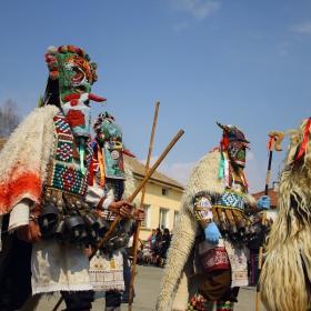 Карнавални игри в селото на Чудомир!