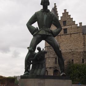 Антверпен - Скулптура на Lange Wapper -