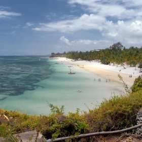 Сейшелски о-ви. Див плаж без шум от коли без миризми от дюнери и без хотели.