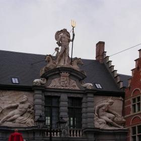 Гент - Статуя на Нептун с божествата на двете реки Лейе и Шелда