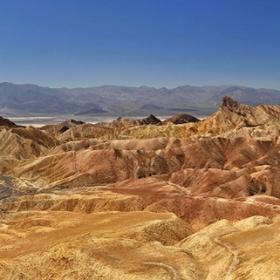 Долината на смъртта погледната от Забриски поинт