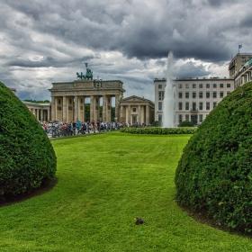 Бранденбургска врата-един по различен поглед