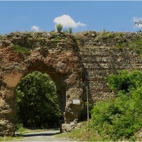 По-малко популярната крепостна порта!