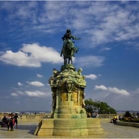 Зад опашката на коня,..... но в Будапеща!