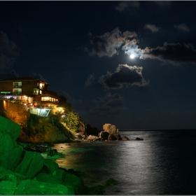 Вечер, щом луната се покаже...