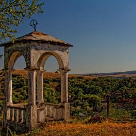 Камбанарията към църквата на село Сопица!