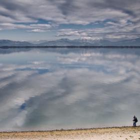 Момчето и езерото