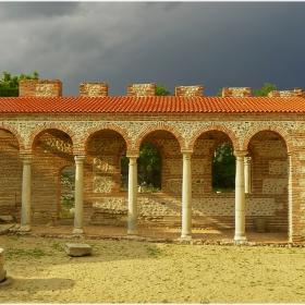 Епископската базилика (V-VI в.)