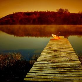 Сутрин край езерото
