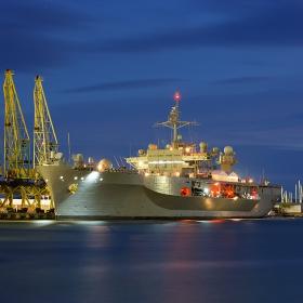 Корабът на Шести американски флот Mount Whitney акостира на пристанище Бургас