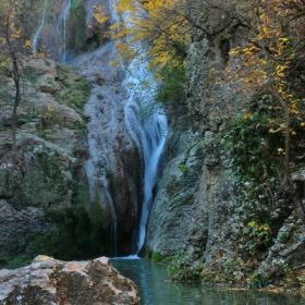 Хотнишки водопад през есента