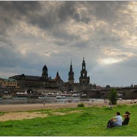 Градът оттатък реката - II