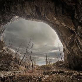 Пещера до Бистрецкия манастир