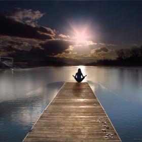 В захлас докосвам лъчите над мен, с благодарност и копнеж по утрешния ден!