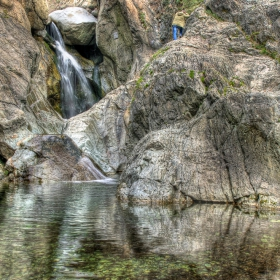 Скали, отражения ............и като че ли един фотограф :)))