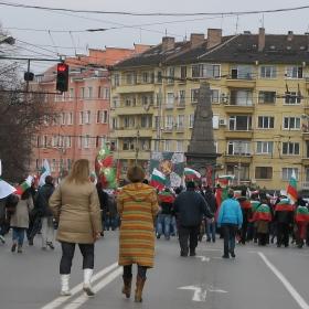 И на празника те бяха на улицата с проблемите си и сякаш търсеха помощ от Левски...