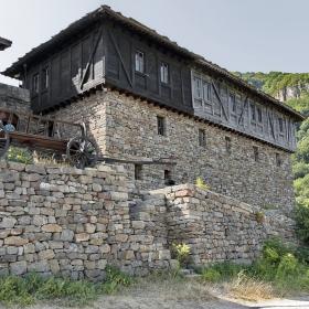 Поглед към Гложенския манастир