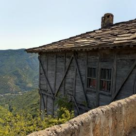 Поглед от Гложенския манастир