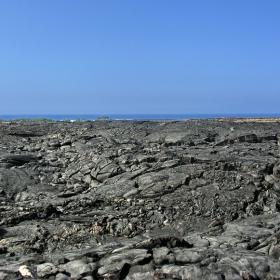 Огромни мъртви пространства- унищожена от лавата растителност по пътя й към океана