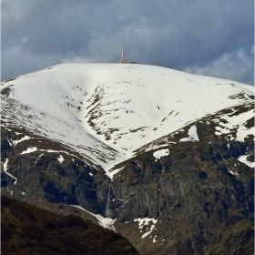 най-високия старопланински връх, най-високия водопад на Балканите и един покрив