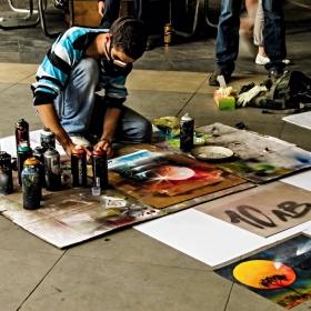 Издебнат портрет - Как се рисуват картини със спрейове за графити:)